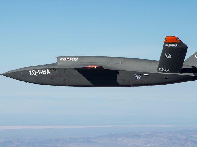 Así es elXQ-58A Valkyrie en pleno vuelo, el nuevo dron de combate del ejército de Estados Unidos