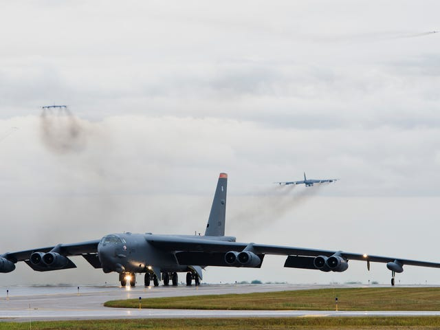 See A Dozen B-52 Nuclear Bombers Takeoff Together