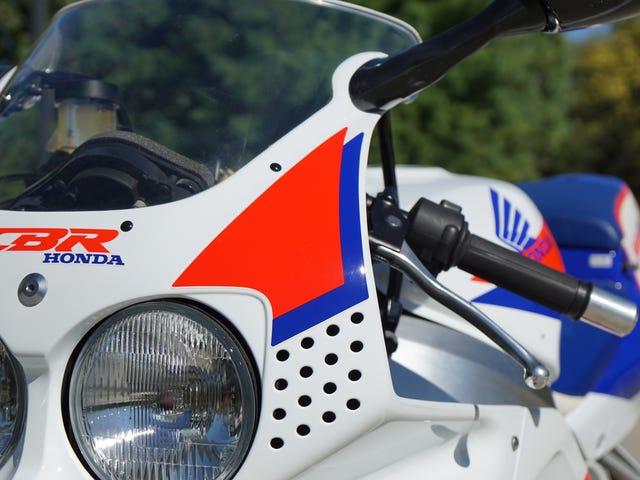 Εδώ είναι ακριβώς αυτό που κοστίζει για την ανακατασκευή του 1993 Honda CBR900RR Unicorn να Showroom Κατάσταση