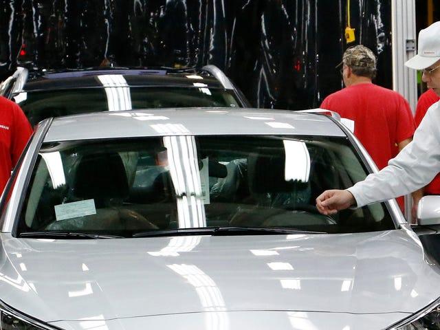Ремонт лобового скла на сучасному автомобілі може бути дорогим безладом
