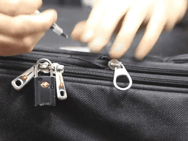 Así de fácil es abrir una maleta con candado, y así es como puedes proteger mejor tuquipaje