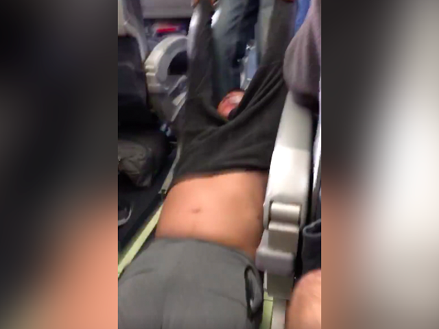 Hired Goon Drags Man Off United Flight After He Refuses to Give Up Seat [Updated]