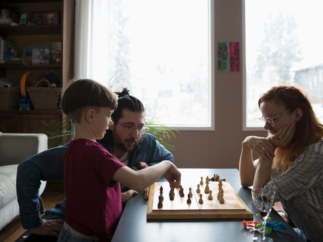 Teach Your Kids How to Play Chess By Letting Them Switch Sides With You