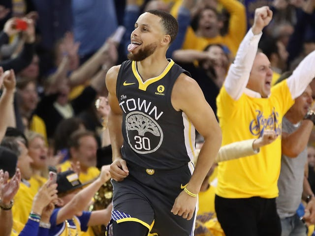 Steph Curry Makes The Warriors Invincible