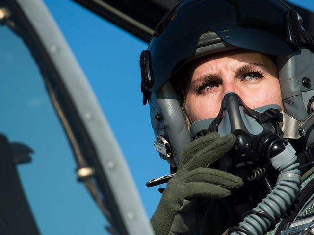 LaFuerzaAéreadeEstados Unidos dota a sus pilotos de un dispositivo para orinar en pleno vuelo