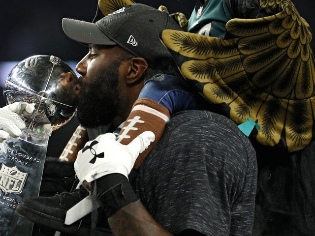 """Malcolm Jenkins Calls Jerry Jones A """"Bully"""" Who's Intimidating His Players To Stand For Anthem"""
