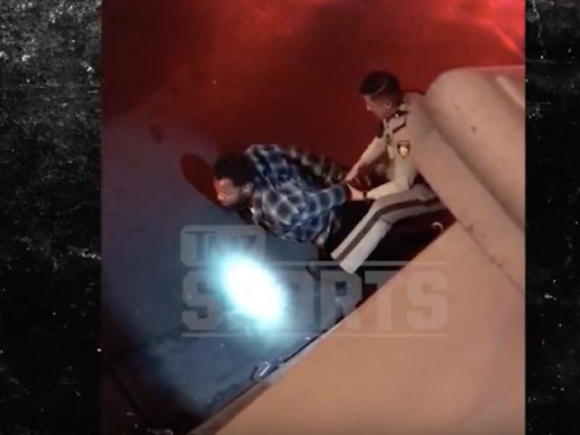 วิดีโอแสดง Michael Bennett ถูก Cuffed By Las Vegas ตำรวจ <em></em>