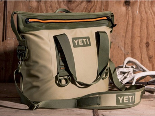 Ahorra $100 en la YETI Hopper 2, que puede mantener tus refrescos fríos durante varios días