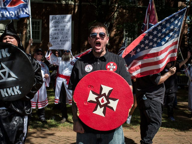 Charlottesville White Supremacists begynder at tabe job, Web Hosting Platforms