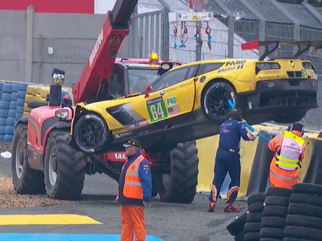 Ang Corvette ay Inilunsad ang Tire Wall Sa Le Mans