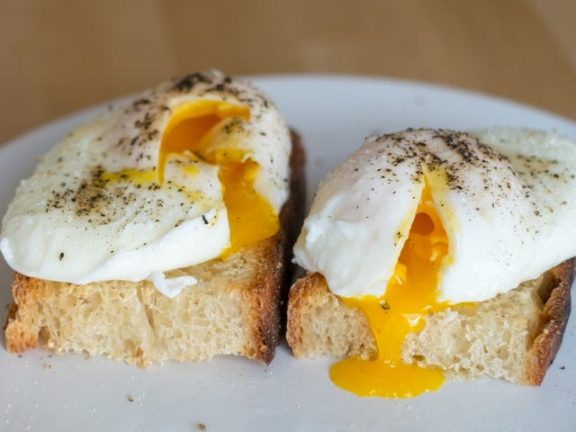 This Is the Chillest, Easiest Way to Poach an Egg