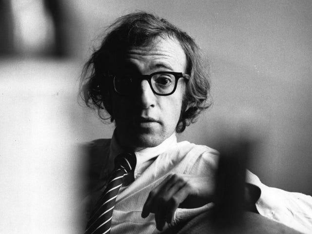 Pinag-usapan ni Woody Allen ang dating Teen Girlfriend na Out