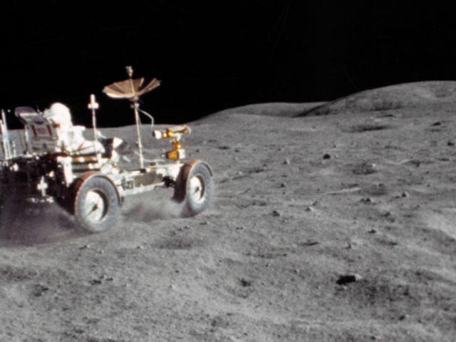Colonizar la Luna è molto più bello del mondo per i bombardiosi costanti di meteoriti