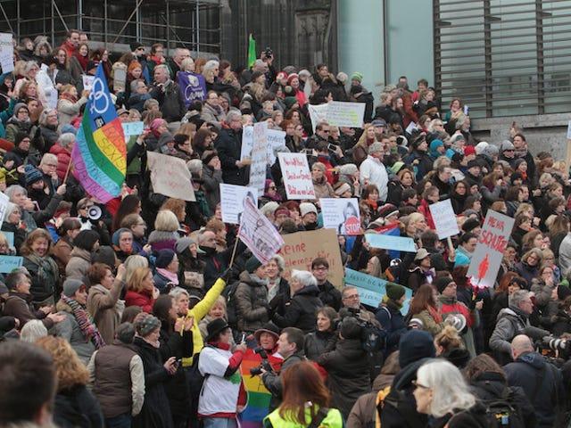 Più di 500 crimini commessi a Capodanno a Colonia, in Germania