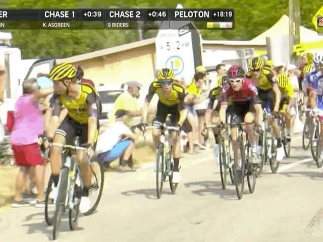 Zwei Schlüsselfahrer, die aus Tour de France für das Drücken und das Schieben heraus getreten werden