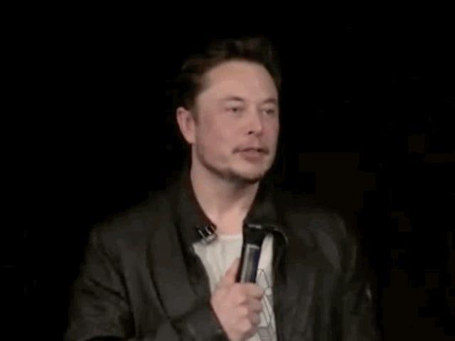 Il muschio di Elon afferma che Tesla non farà mai motocicli perché è stato quasi ucciso a cavallo di uno