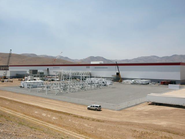 Tesla reduce el personal en Gigafactory en un 75 por ciento en la reducción de Coronavirus