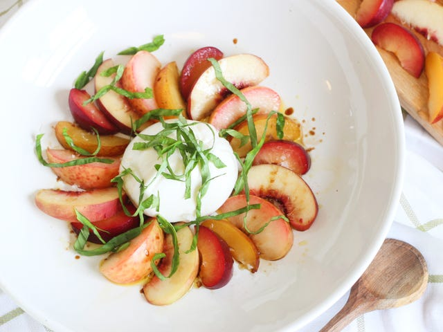 Use Peaches and Plums to Make This Caprese Salad