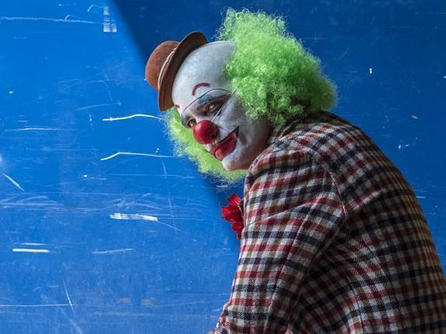 El director de Joker publica una inusual imagen de Joaquin Phoenix disfrazado en el set de rodaje