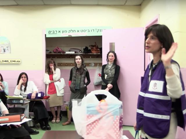 Hasidiske kvinder kæmper for at være EMT'er i den dokumentariske 93 Queen