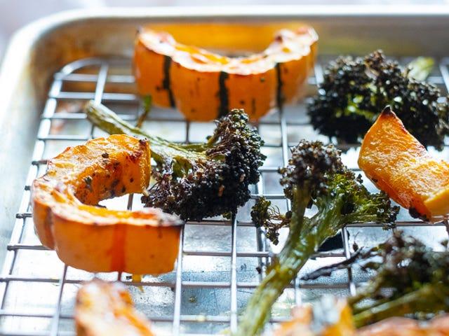 Gebratenes Gemüse auf einem Rost für maximale Knusprigkeit