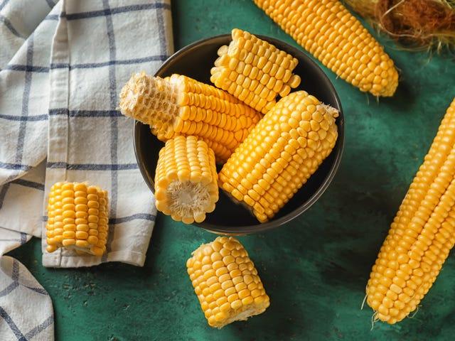 Gotuj świeżą kukurydzę na kolbie w kuchence mikrofalowej