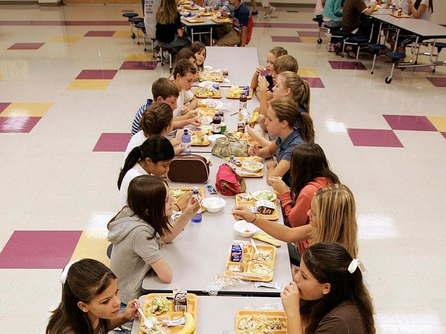 El Distrito Escolar de Rhode Island retrocede la política de 'avergonzar de la comida' después de ser avergonzado