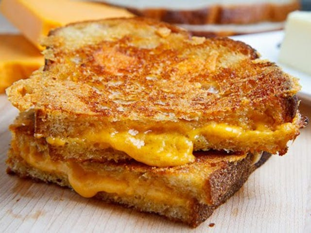 Abril ay National Grilled Cheese Month