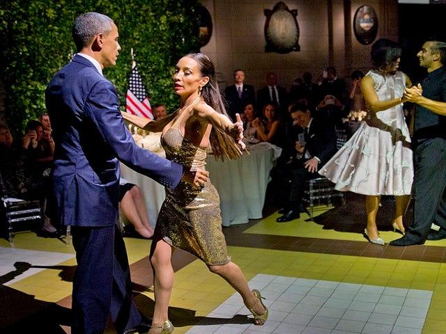 像Awkward Tweens,奥巴马总统和第一夫人在阿根廷跳舞探戈