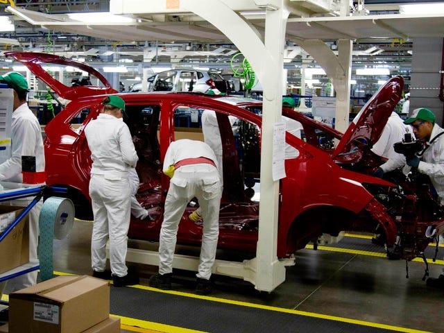 Trump nói thuế quan khổng lồ trên xe hơi và các hàng hóa khác từ Mexico thì khỏi bàn