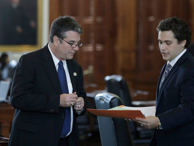 Texas Senate Moves Bill Forward To Eliminate Sanctuary Cities