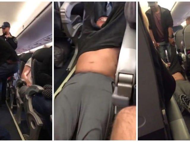 Despiden a los policías que arrastraron a un pasajero fuera de un avión de United con <i>overbooking</i>