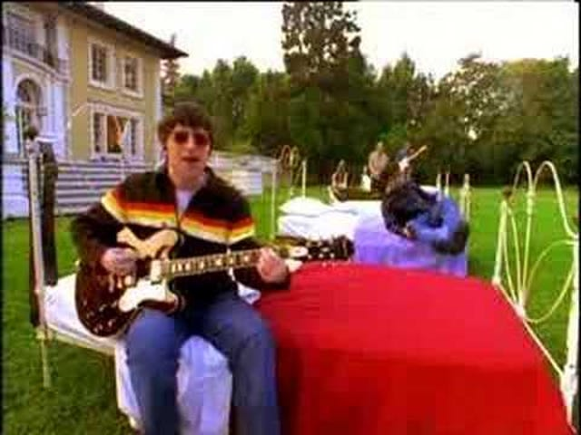 Oasis -- 'Don't Look Back In Anger'