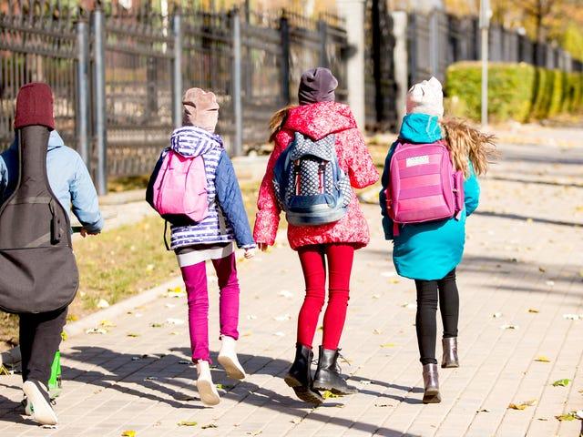 अपने पड़ोस में एक 'चलना स्कूल बस' शुरू करें