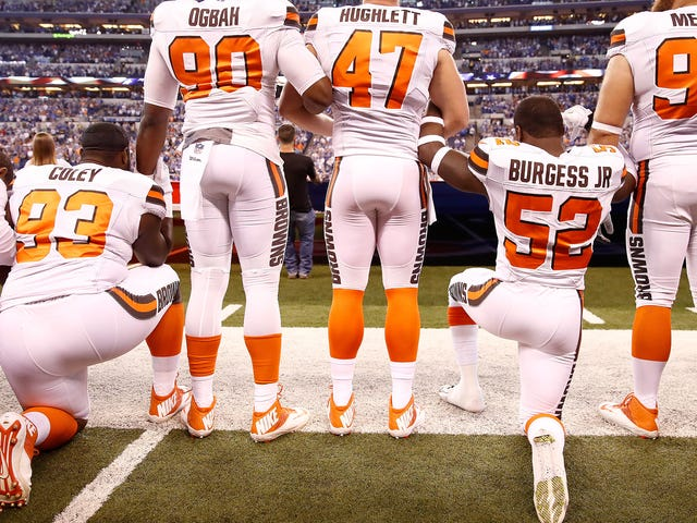 <i>Washington Post</i>オペレーションズ・エド:黒人選手たちは、自由意識を持ちながらスポーツを傷つける