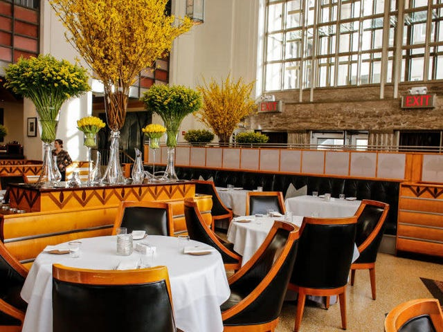 NYC's most posh restaurant reopens to feed first responders