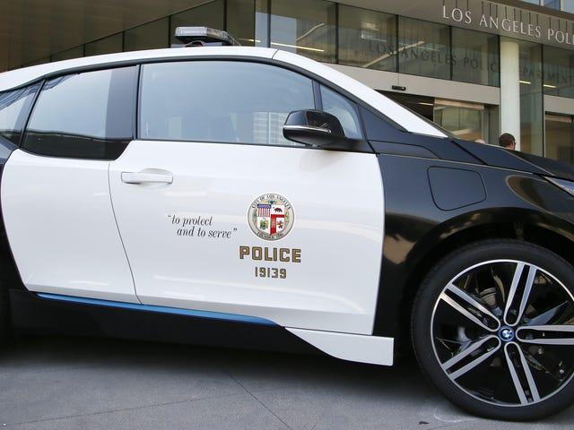 Ότι ο στόλος των ηλεκτρικών αυτοκινήτων Το LAPD πληρώθηκε τουλάχιστον 2,9 εκατομμύρια δολάρια για;  Είναι σπάνια τους Τσους