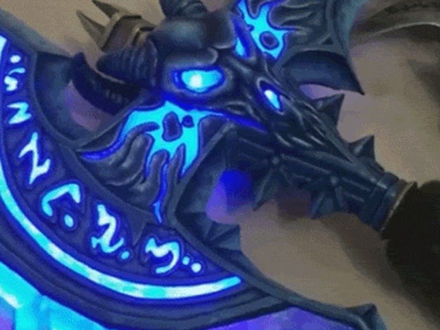 Working Lights Make This<i>World of Warcraft </i>Weapon Replica Awesome