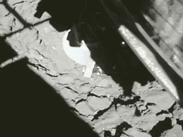 Dramatic Video Shows the Moment Hayabusa2 Made Its Second Touchdown on the Ryugu Asteroid