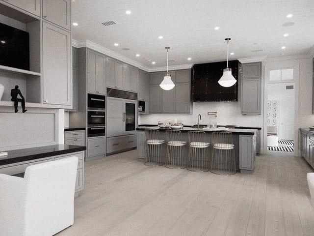 Бен Аффлек, як видається, вже переїхав у кухню свого нового будинку на суму 19,2 мільйонів доларів