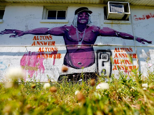 Baton Rouge, La., Police Officers Will Not Be Charged in Alton Sterling's Death: Report
