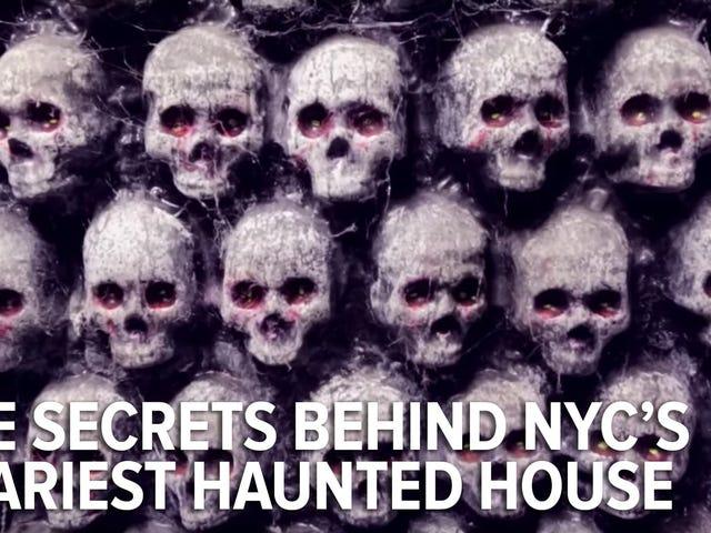 혈액 매너 (NYC의 가장 무서운 유령의 집 중의 1 개)의 풍경 뒤에
