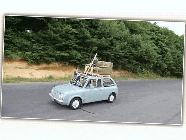Дивитися хтось Драйв Nissan Pao з даху на дивані