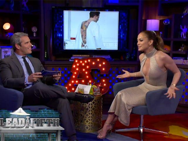 """Jennifer Lopez har ögon, tycker att Ben Afflecks enorma fucking Phoenix Tattoo är """"fruktansvärt"""""""