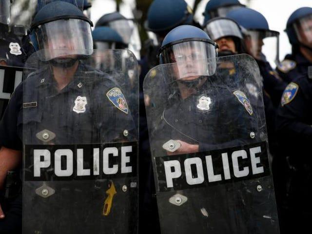 Ex-Baltimore Police Officer sa Abusive Cops: 'Kaya Marami sa kanila ang Punks'