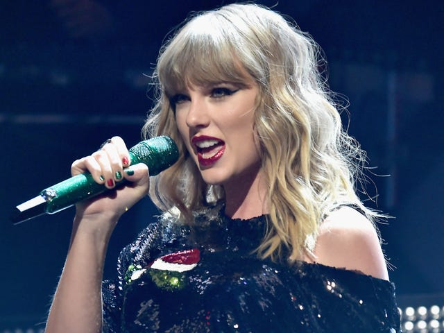 DJ Who Groped Taylor Swift Is Working in Radio Again