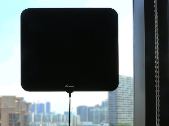 Pull In Free HDTV Channels With This $18 Amplified Antenna