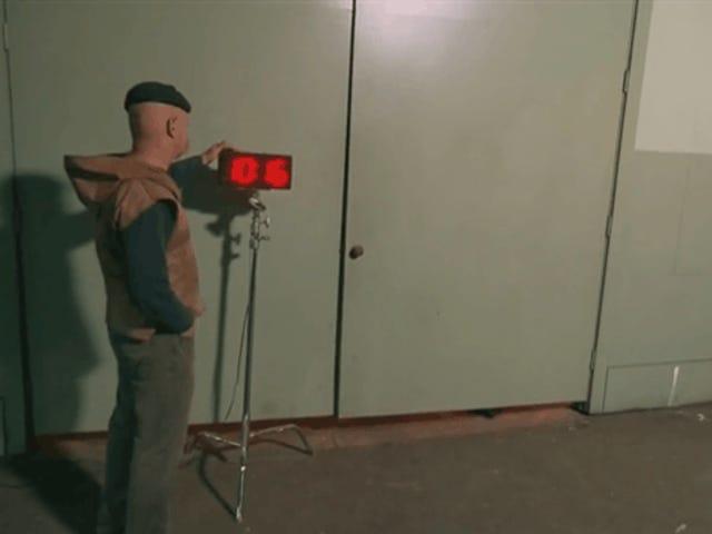 <i>Doom</i> Marine은 9 개의 무기를 실제로 가지고있을 수 있습니까?  <i>Mythbusters</i> .