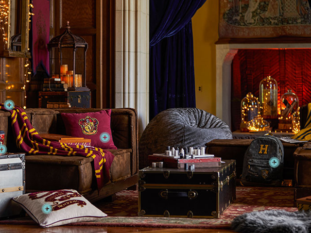 Finalmente, The Chance to Slather Your Lounge com Harry Potter Paraphernalia