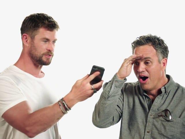 """Αφήστε τον Chris Hemsworth να σας ευχηθεί μια ευτυχισμένη """"Hella-Ween"""""""